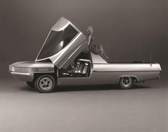 近未来的フォルムが美しい。約50年前にデザイニングされた、フォード社のコンバーチブル仕様のコンセプトトラック