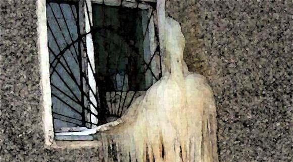 真冬のクリティカルホラー・・・窓辺にたたずむモノの正体は!