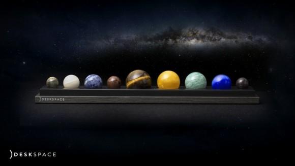 内に秘めたるコスモを燃やしたい人の為の、天然石で作られた太陽系の惑星オブジェ「デスクスペース」が販売決定