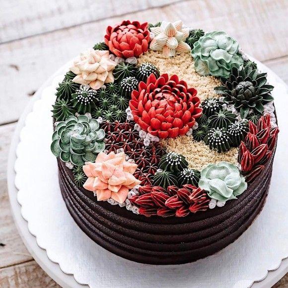 多肉植物てんこもり。リアリティが突出するサボテンケーキ