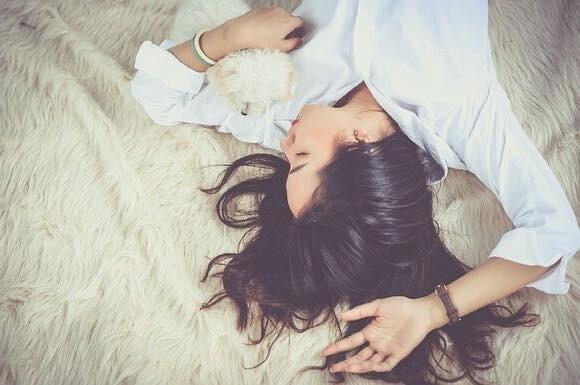 睡眠中に脳内で毒素の清掃作業が行われている様子が映像で明らかに(米研究)