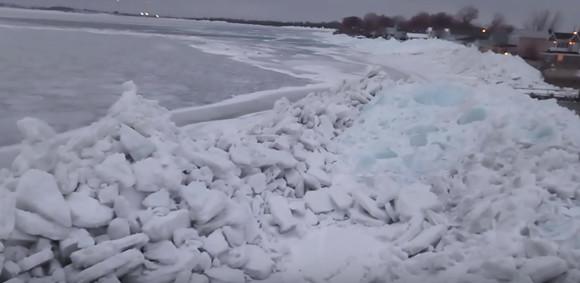 その高さ10メートル!激しい寒波が襲ったアメリカに「氷の津波」が襲来