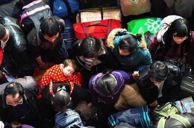 crowded_train_stations_in_china_09