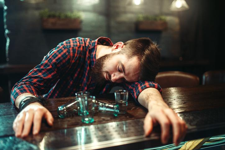 アルコール依存症の治療に糞便移植が有望