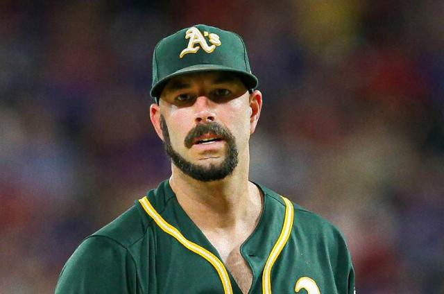 髭男の進化系。もみあげから顎を通って口髭につなげる「モンキーテール」スタイルがじわじわ人気に