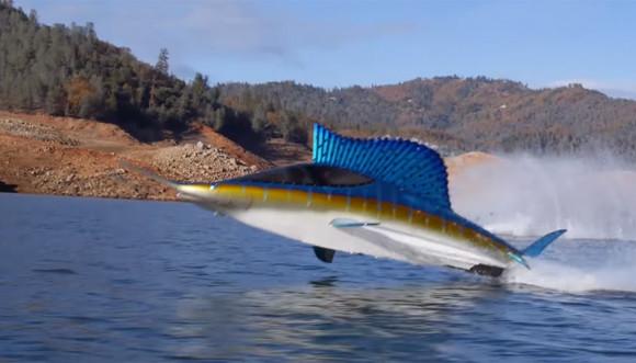 魚かな?魚じゃないよ、ボートだよ。魚みたいな半潜水型のすごいやつ「シーブリーチャー」が登場!