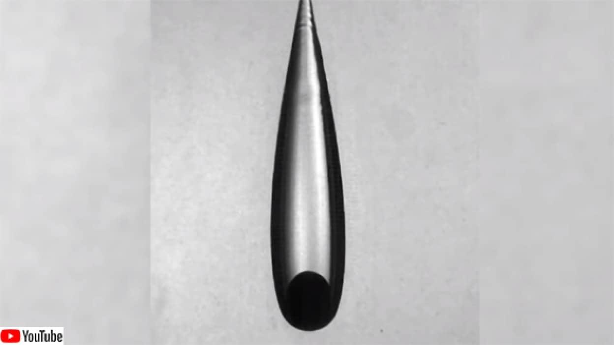 熱した金属が水を切り裂くライデンフロスト効果