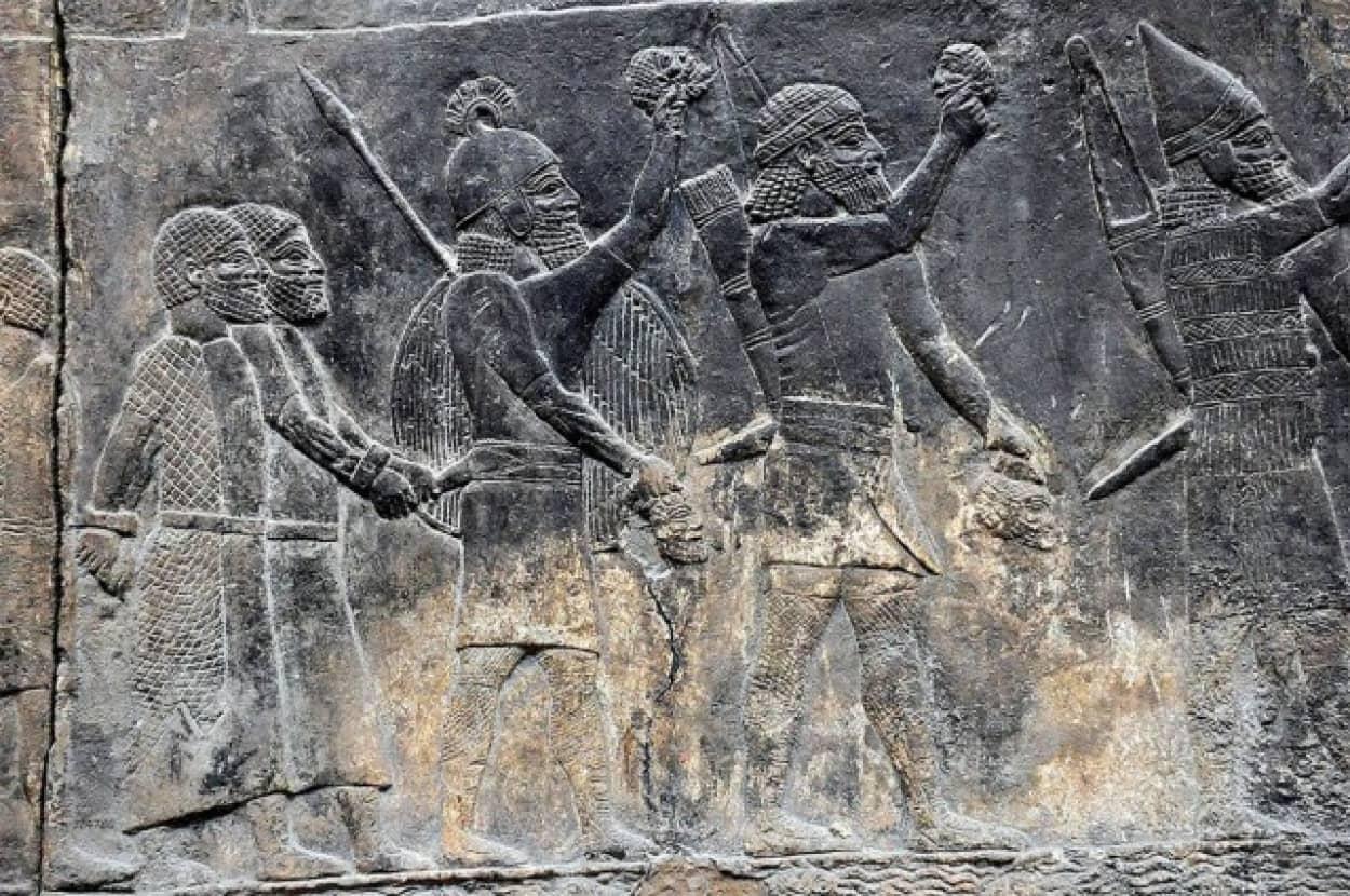 古代メソポタミア最大の都市ニネヴェの陥落