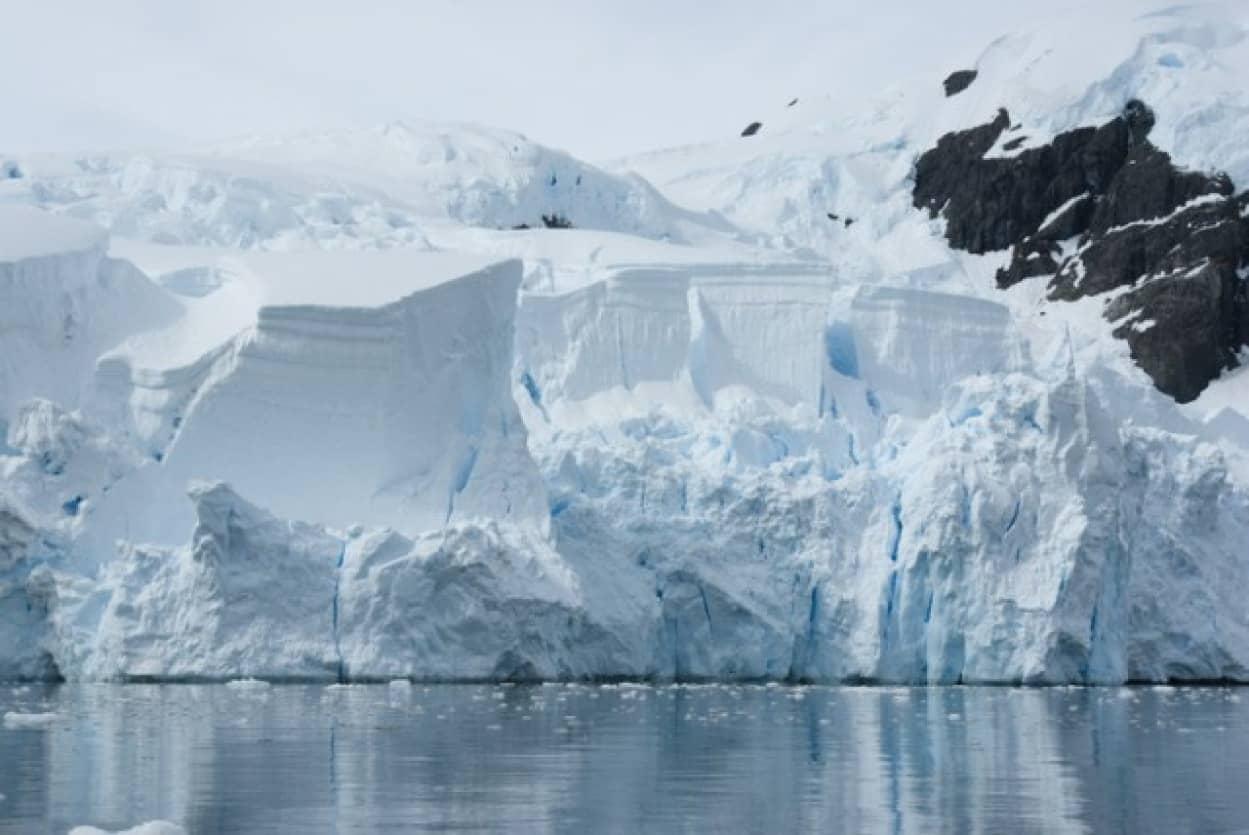 世界最大の氷山が南極大陸から分離