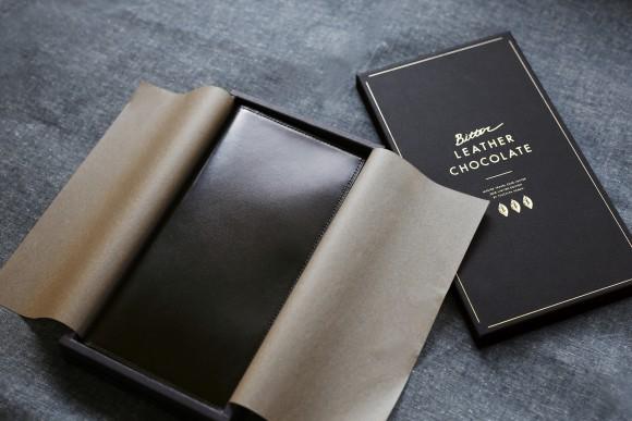 チョコがすぎる!高級チョコレートそっくりの質感を持った革製のトラベルケースがバレンタインデーに向けて限定販売