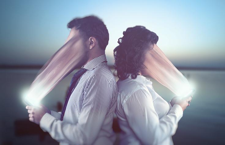 スマホ漬けの人ほど催眠術にかかりやすいことが判明。その没入感は催眠のトランス状態と同じ(カナダ研究)