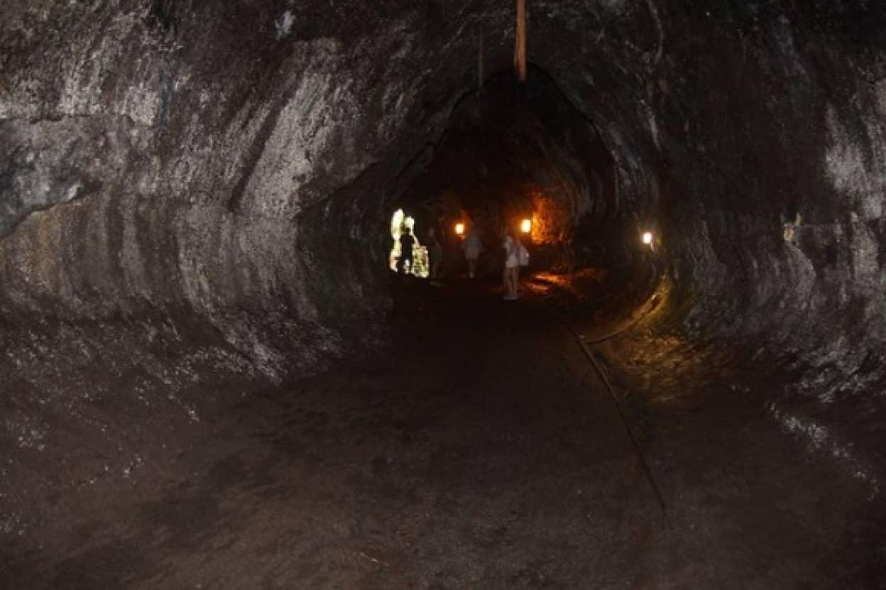 家の地下に巨大な溶岩洞があることを引っ越し後に発見した夫婦