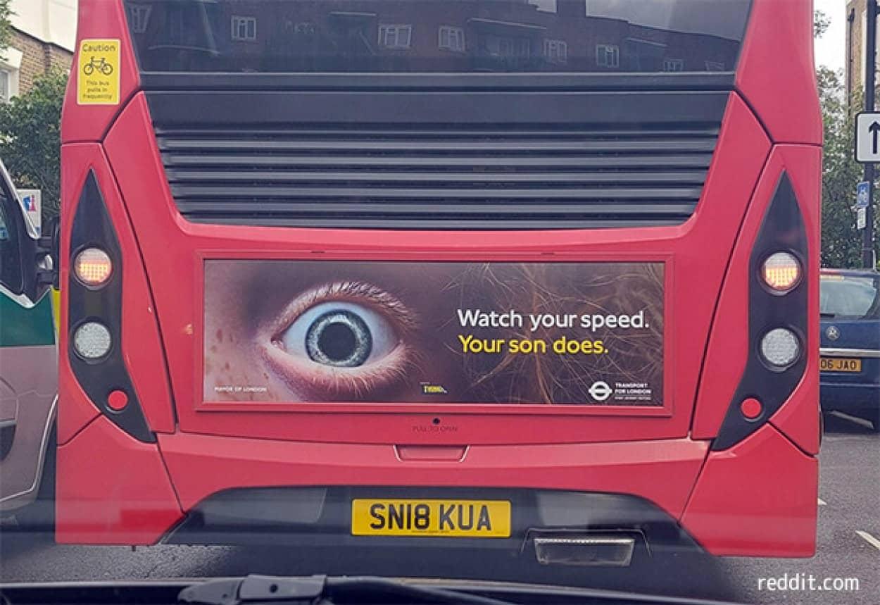 ロンドンのバスに掲載された広告が物議を醸す