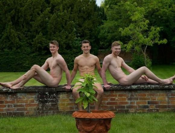 全裸でガーデニングをする人々。地球との一体感を味わえそうな「世界裸園芸の日」って知ってる?