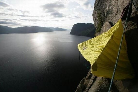 extreme_hanging_tents_640_05
