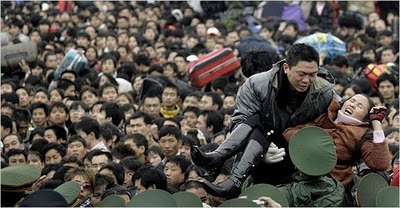 crowded_train_stations_in_china_10