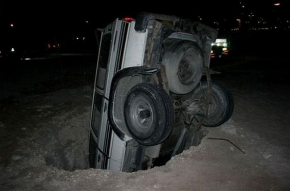 weird_car_crashes_640_09