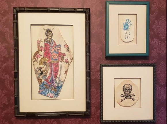 愛する人の亡き後、遺体からタトゥーを切除して壁掛けに加工するアートワークサービスを葬儀屋が提供(アメリカ)