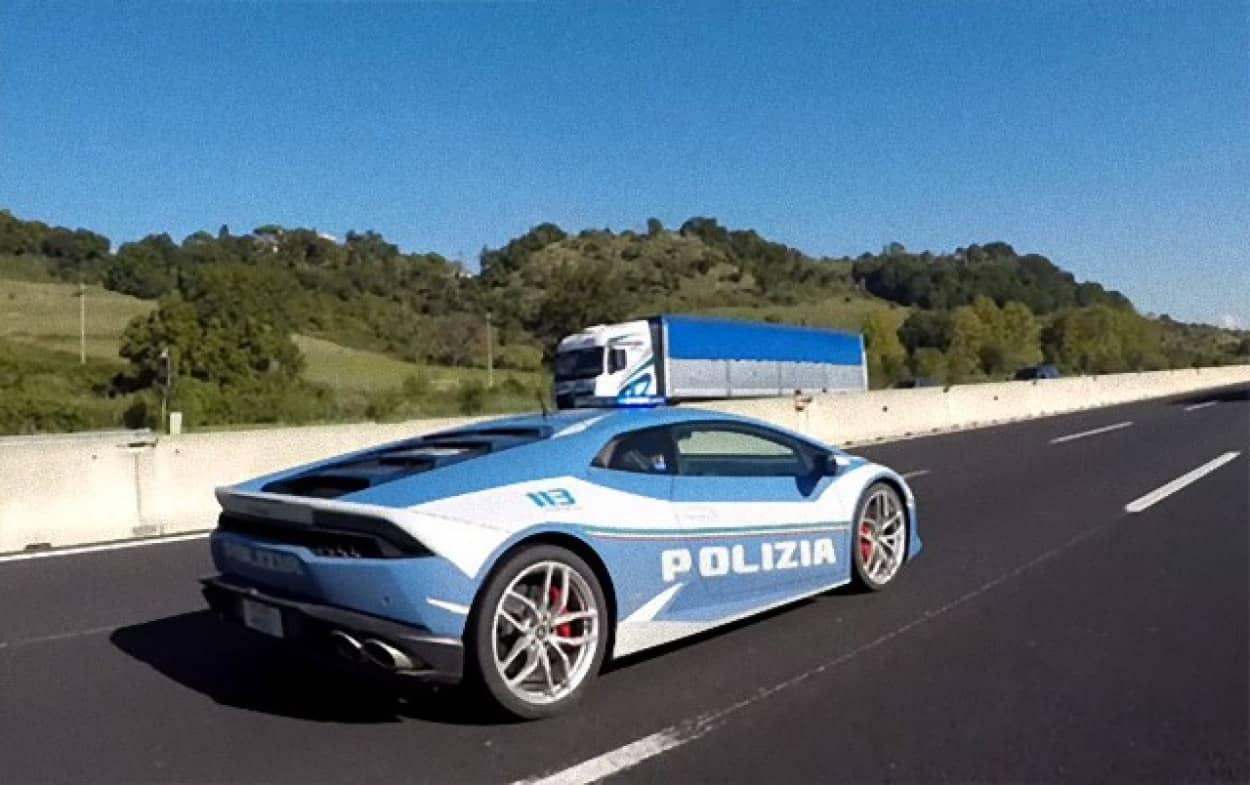 ランボルギーニのパトカーで超高速臓器移送