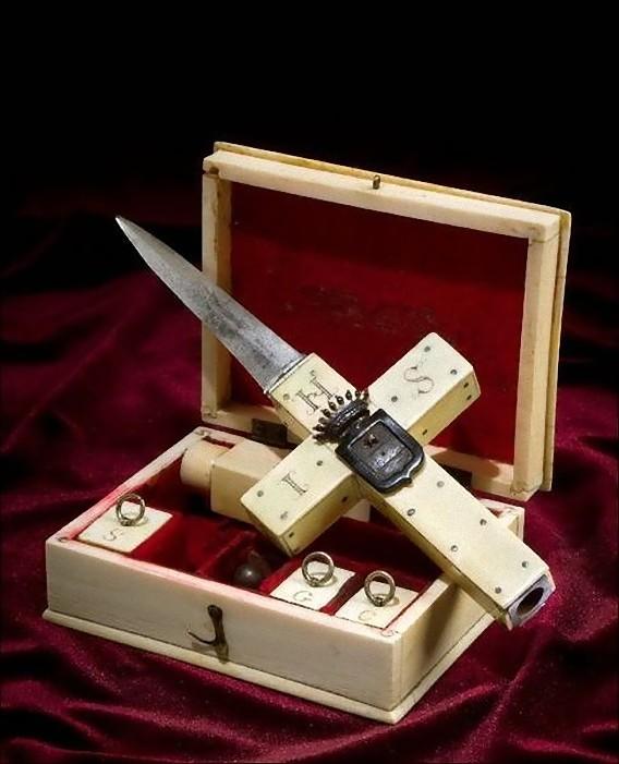 real_vintage_vampire_killing_kits_640_20_e0