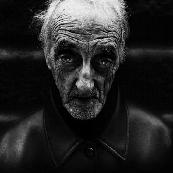 amazing_black_and_white_photos_of_the_homeless_640_14