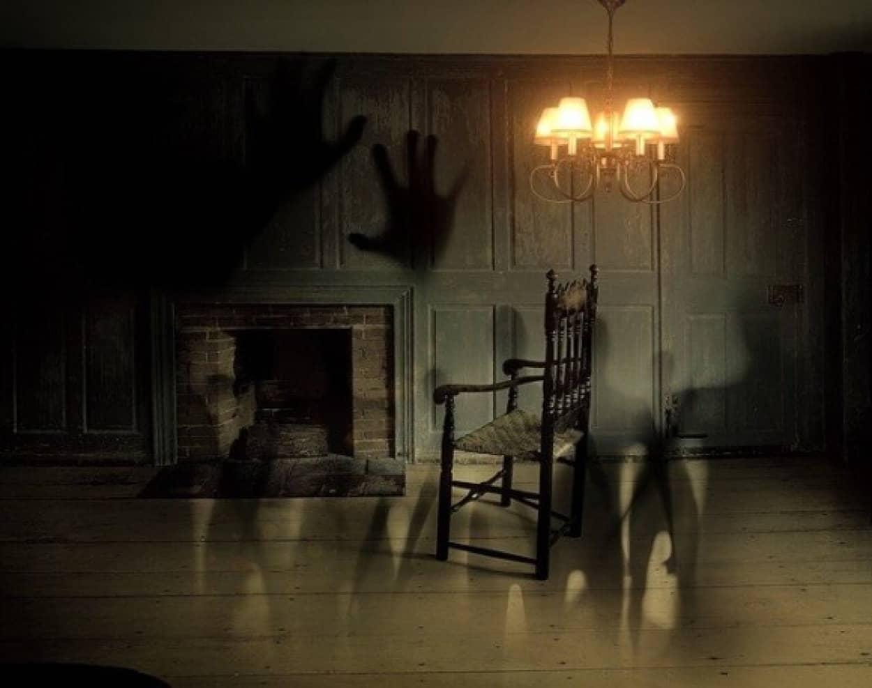 家の中で超常現象が続発。ベランダで寝る家族