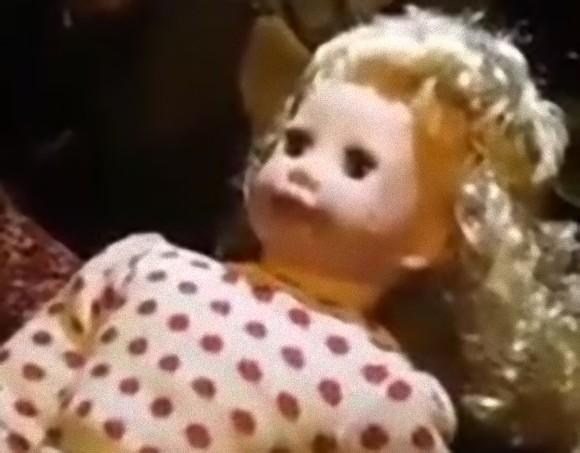 電池を抜いても勝手に動くし勝手にしゃべる。クリティカルホラーな人形が発見されるってほんとかよ!
