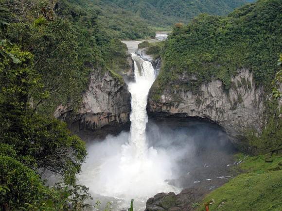 エクアドルのサンラファエル滝