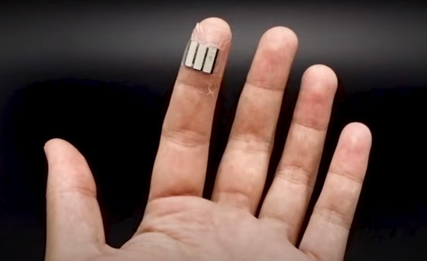 指先に貼るだけで汗から発電してくれる絆創膏型のバッテリーが開発される