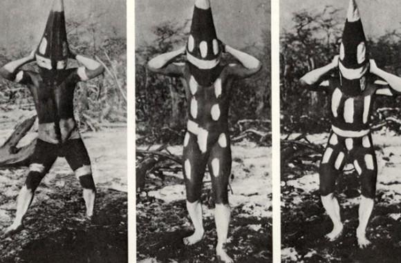 不思議な魔力を宿すとされる、宗教的意味合いの強い10の仮面や衣装