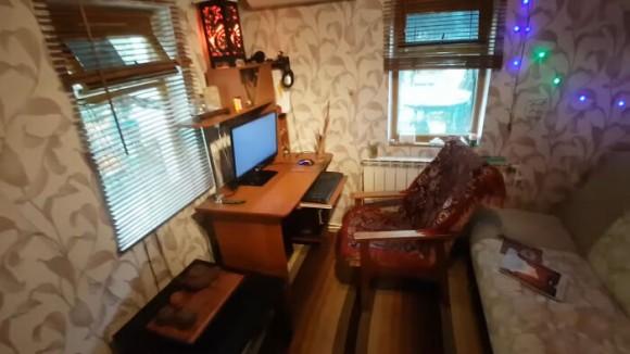 ロシアのお宅訪問。家賃月額1万円(諸経費込み)の庭付き激安アパート物件を見てみよう!