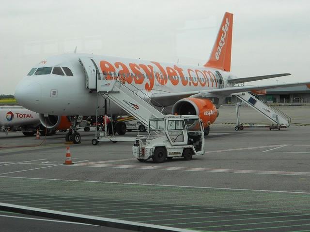 休暇中のパイロット、家族と飛行機に乗ろうとしたところトラブルが発生。自ら操縦を申し出て予定通りフライト(イギリス)