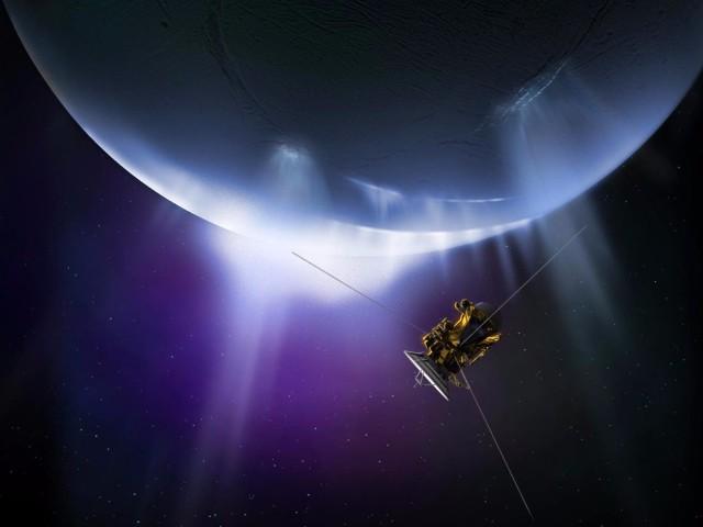 土星の衛星「エンケラドゥス」に生命体の兆候あり。地球の熱水噴出孔と似た環境を確認