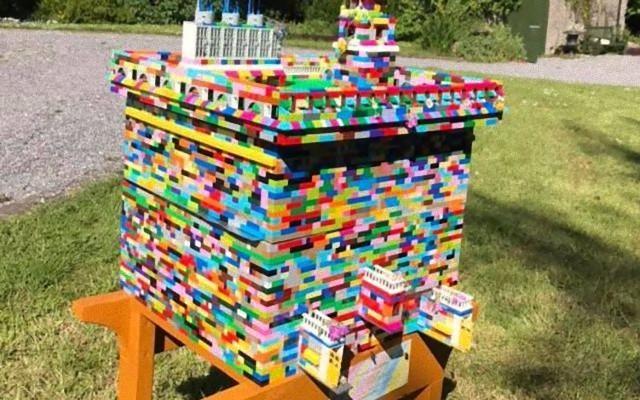 レゴでハチの巣