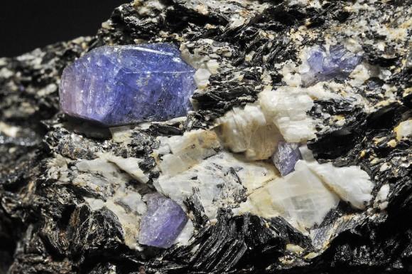 これまで宇宙でしか発見されたことのない、ダイヤモンドより硬い宝石が発見される(イスラエル)