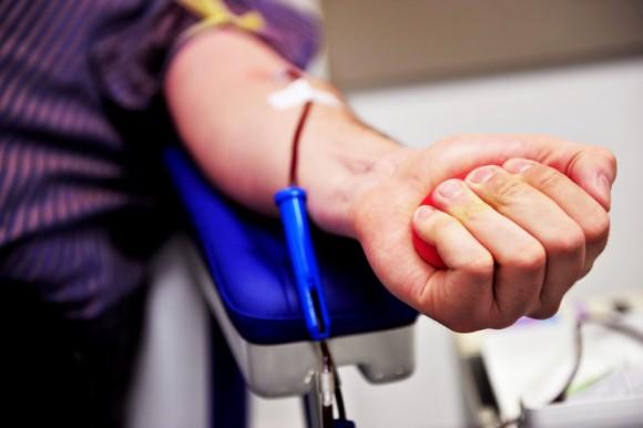 自分の血を売って生計を立てる「売血」が増加、アメリカの貧困層の現実