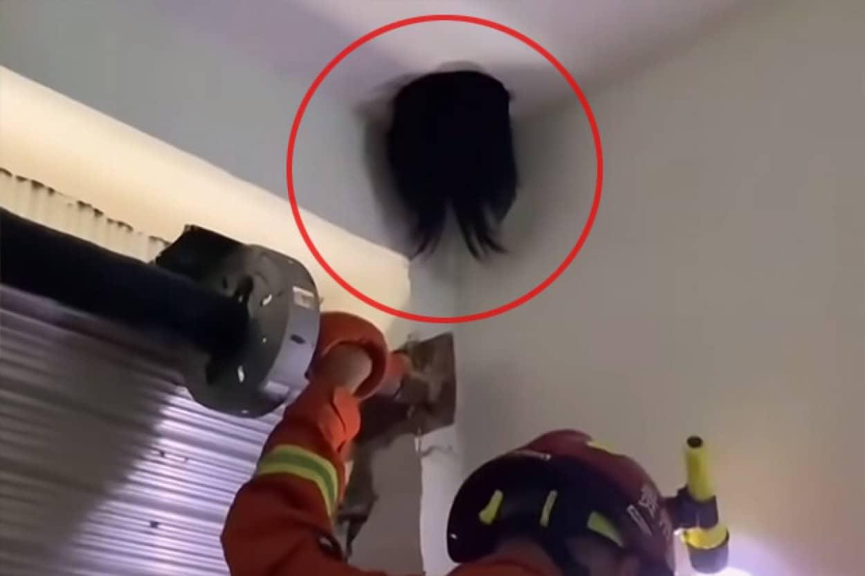 天所の隅に出現した黒い髪の頭、救急隊が駆けつけ救出に成功