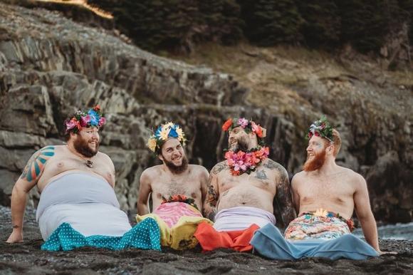 ヒゲ親父たちがひと肌脱いじゃったようだ。かなりディープ属性の人のための2018年、ヒゲ人魚カレンダー