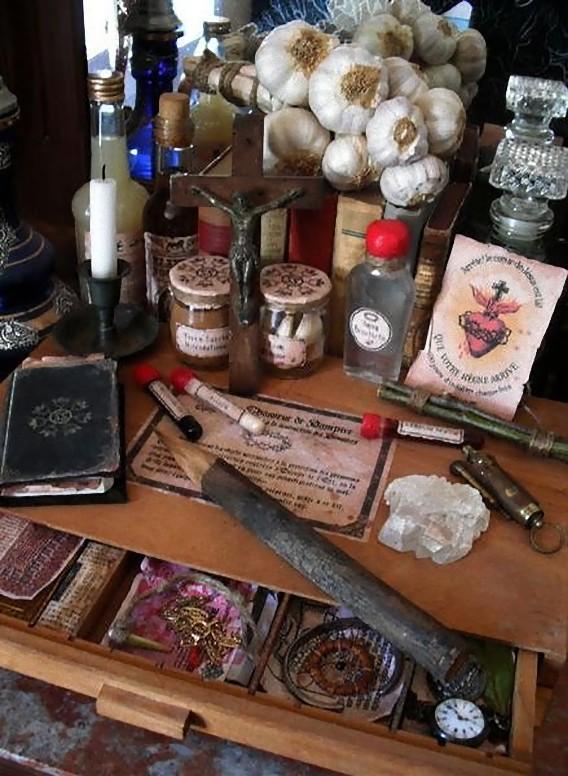 real_vintage_vampire_killing_kits_640_04_e0