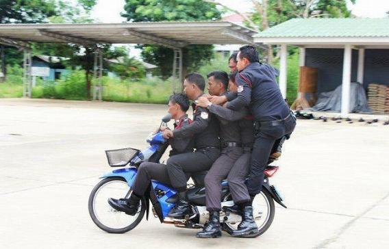 1331579750_the_unique_lives_of_cops_640_56