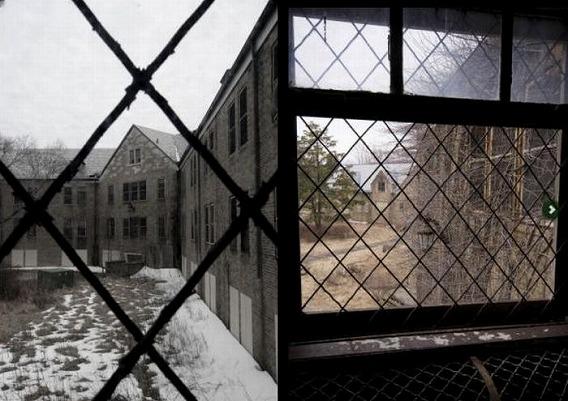news_inside_abandoned_insane_asylum_01