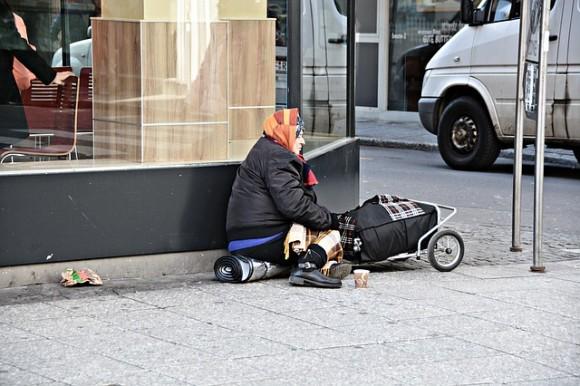 ホームレスを減らしたいスイス、片道のヨーロッパ行き切符を無料で提供し国から出て行ってもらう政策を実施