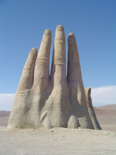 The-Giant-Hand-of-Atacama-2-375x499