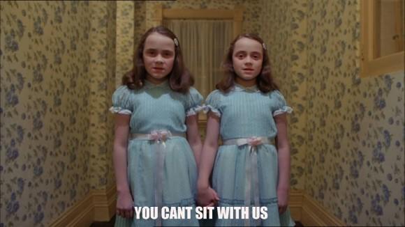 イギリスで最も呪われたホテルで、映画『シャイニング』の双子そっくりの幽霊がライブカメラにとらえられる