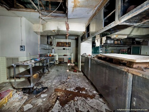 an_abandoned_hotel_in_japan_640_24