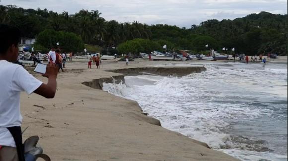 いったい何が?砂浜の海岸が海に飲み込まれるという怪現象が発生(メキシコ)