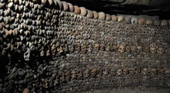 カタコンブ、エベレスト、納骨堂など、無数の死が存在する世界10の場所