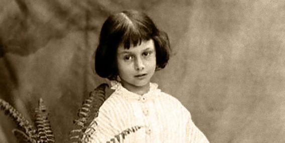 不思議の国のアリスのモデルとされている女性「アリス・リデル」