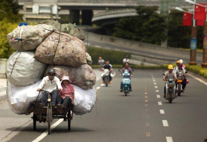 中国のゴミ運搬人たち