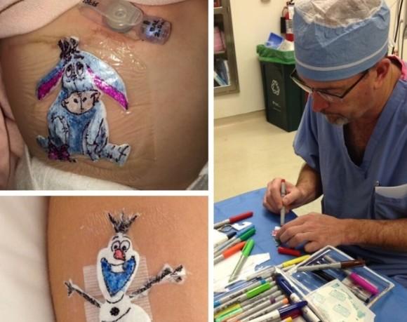 手術した子供たちを元気づけるため、治療後の患部に手描きのイラストパッチを付けてあげる医師(アメリカ)